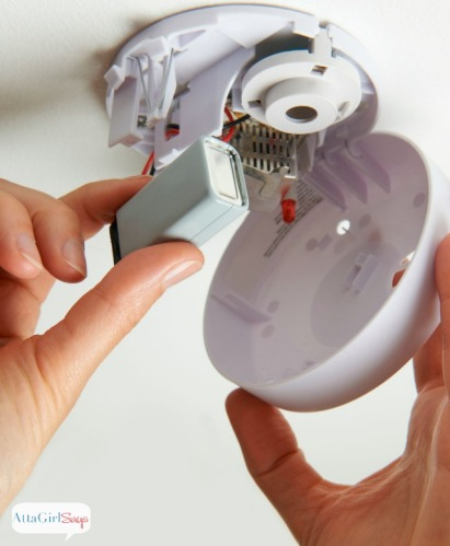 smoke-detector-battery-installation